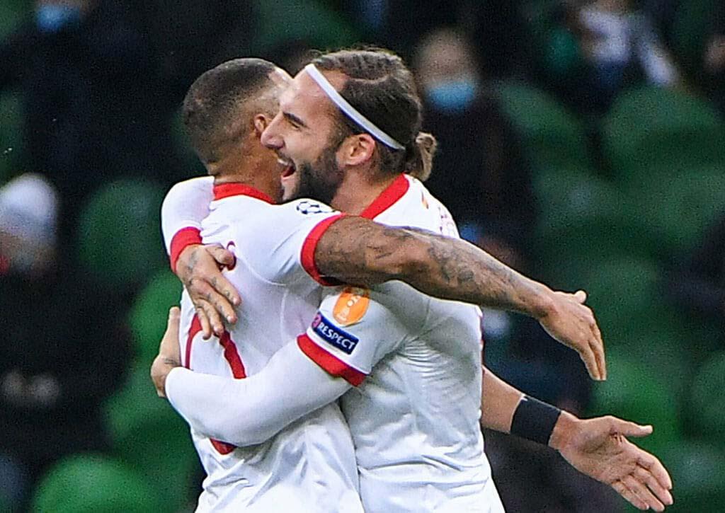 Diego Carlos y Nemanja Gudelj celebrando la victoria (Sevilla FC)