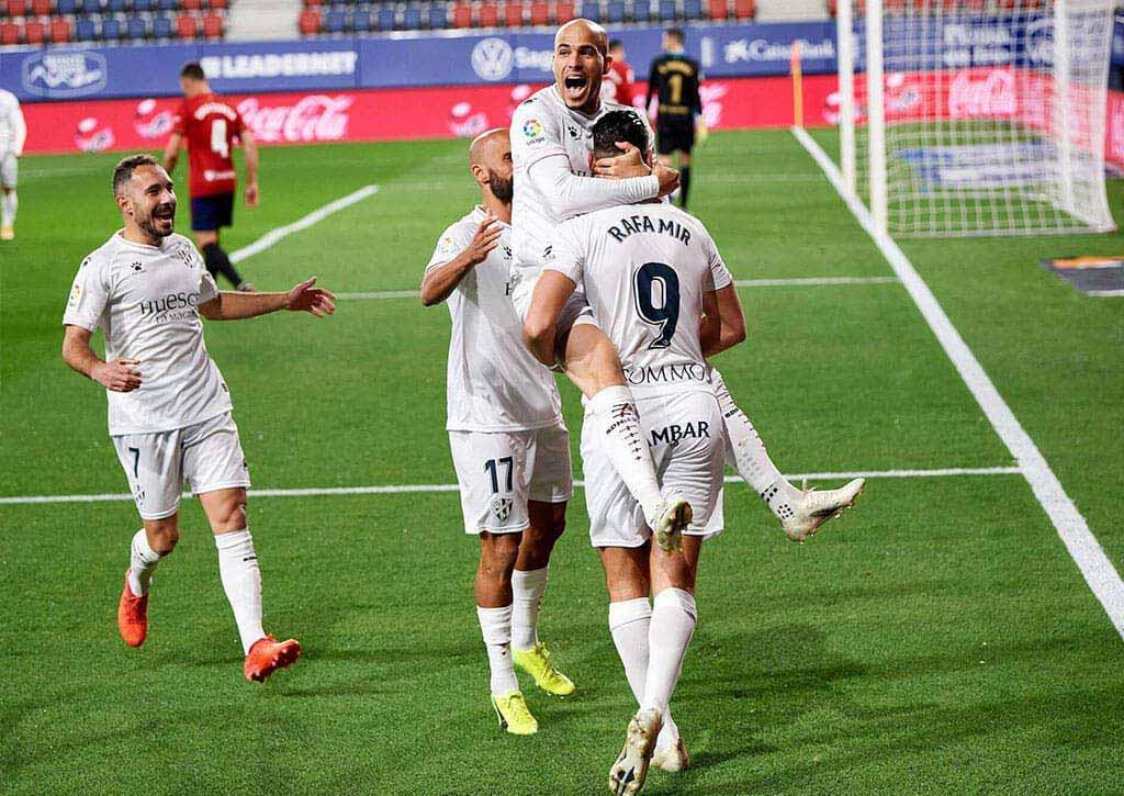 Jugadores celebrando un gol (SD Huesca)
